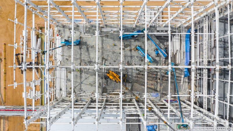 Lucht hoogste meningsbouwwerf met de industriële machinesbouw voor nieuwe fabrieksgebouwen royalty-vrije stock fotografie