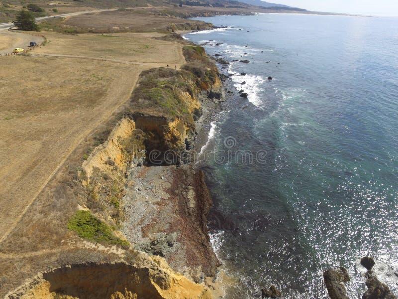 Lucht KustdieBeelden langs een rek van California& x27 worden genomen; s Vreedzame Kust Hwy Van San Francisco aan Big Sur stock foto