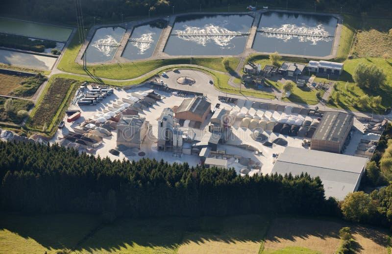 Lucht mening: Marmeren de industrie en waterbehandeling royalty-vrije stock afbeeldingen