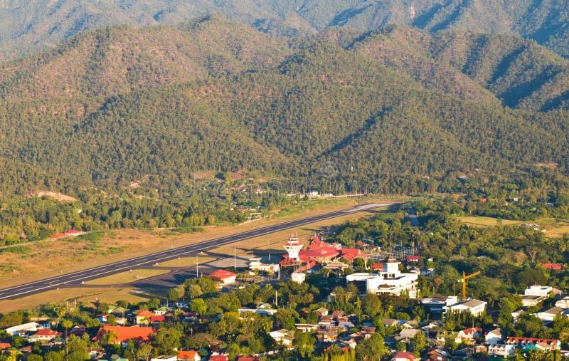 Download Lucht Mening Van De Luchthaven Van Mae Hong Son. Stock Afbeelding - Afbeelding bestaande uit landelijk, hoog: 29504245