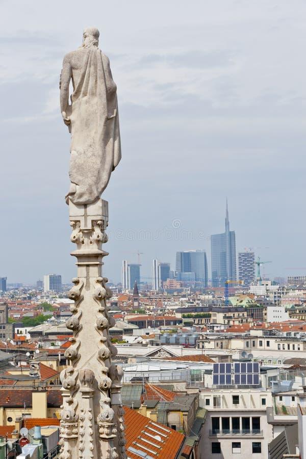 Lucht mening van Kathedraal over Milaan, Italië stock fotografie