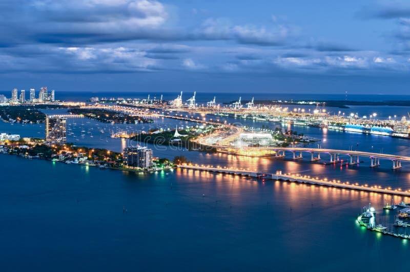 Lucht mening van Miami bij nacht stock foto's