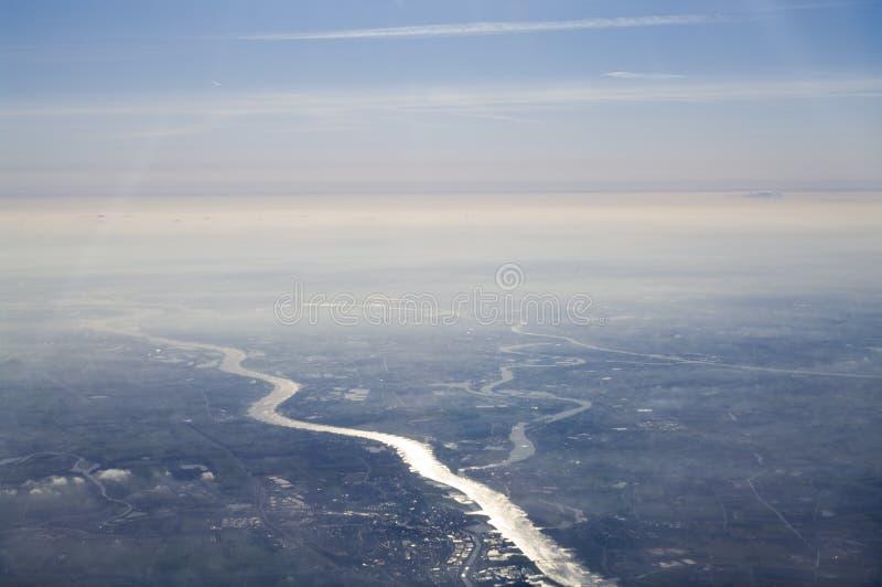 Lucht mening van rivier stock fotografie
