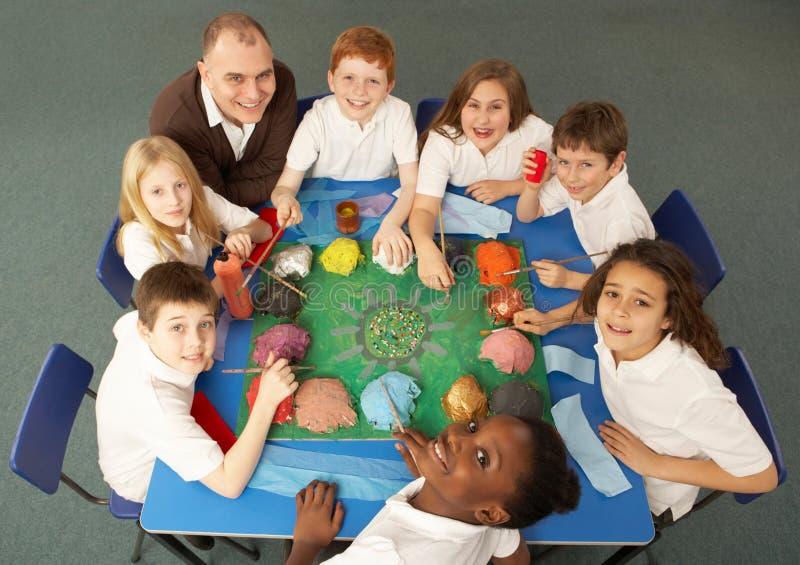 Lucht Mening van Schoolkinderen die samenwerken stock foto