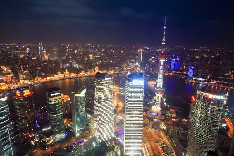 Lucht mening van Shanghai bij nacht stock afbeeldingen
