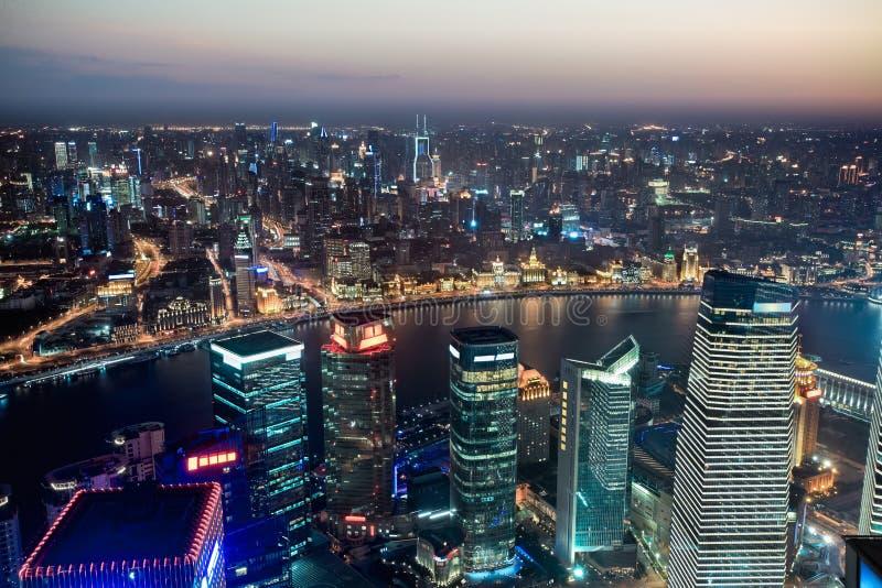 Lucht mening van Shanghai bij nacht stock afbeelding