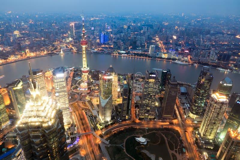 Lucht mening van Shanghai bij schemer royalty-vrije stock afbeelding