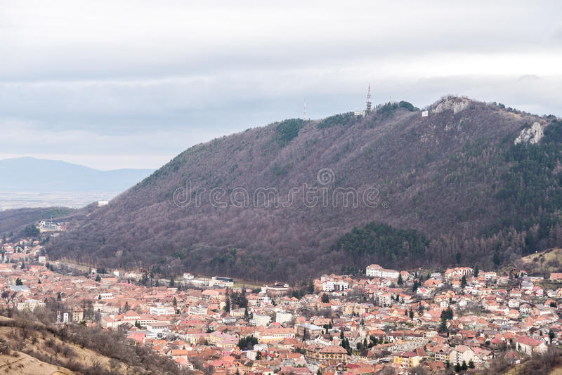 Lucht mening van stad Brasov in Roemenië stock afbeelding