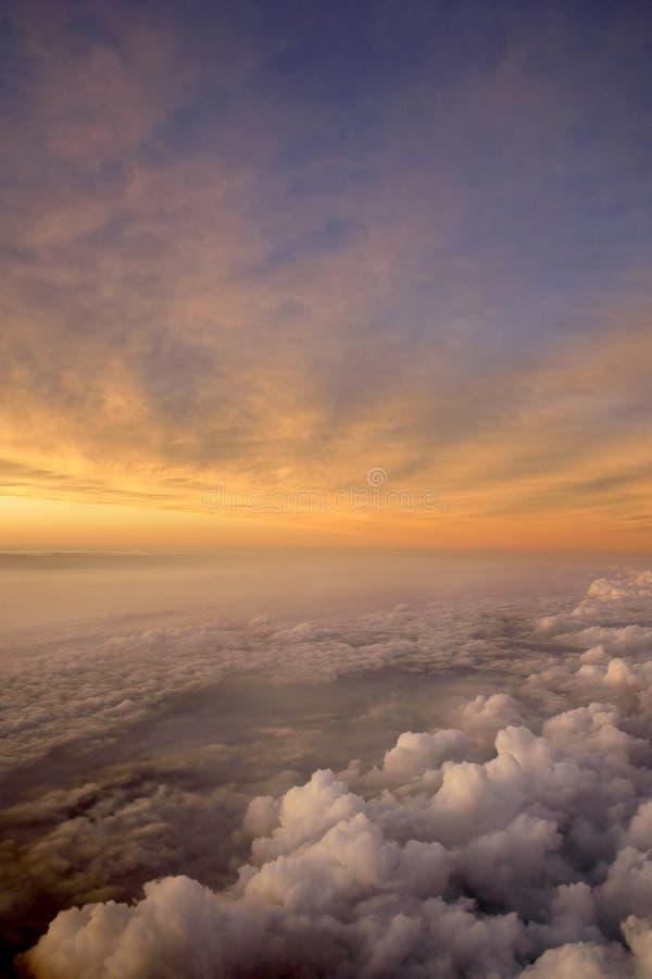 Lucht Zonsondergang en Wolken stock afbeeldingen