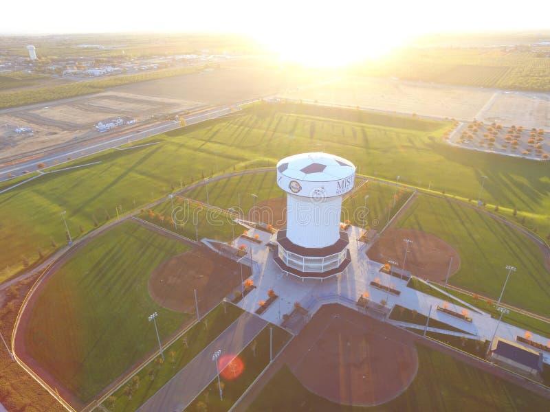 Luchtbeeld van de Sporten Complexl, Ripon Californi? van Mistlin van de Watertoren stock afbeelding