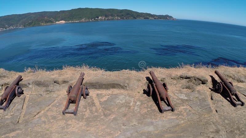 Luchtbeeld van kanon bij een vesting in Chili stock foto's
