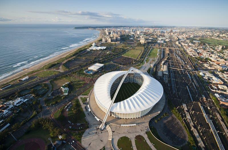 Luchtbeeld van Moses Mabhida Stadium Durban stock foto