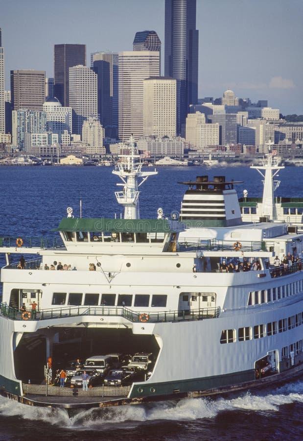 Luchtbeeld van veerboot en Seattle, Washington royalty-vrije stock afbeelding