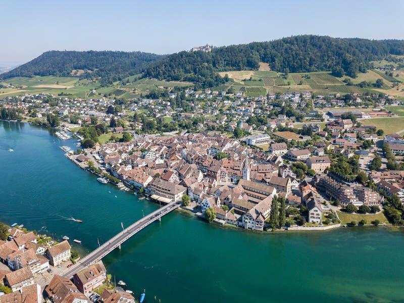 Luchtbeeld van Zwitserse oude stad Stein am Rhein stock foto's