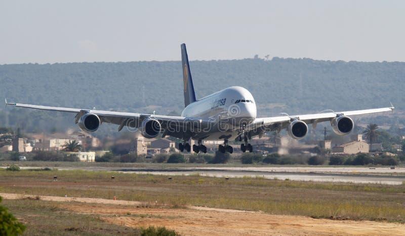 Luchtbus A380 die in de luchthaven van Palma landen DE Mallorca royalty-vrije stock foto