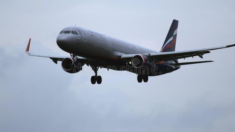 Luchtbus A321 van de luchtvaartlijnen van Aeroflot het naderbij komen royalty-vrije stock foto