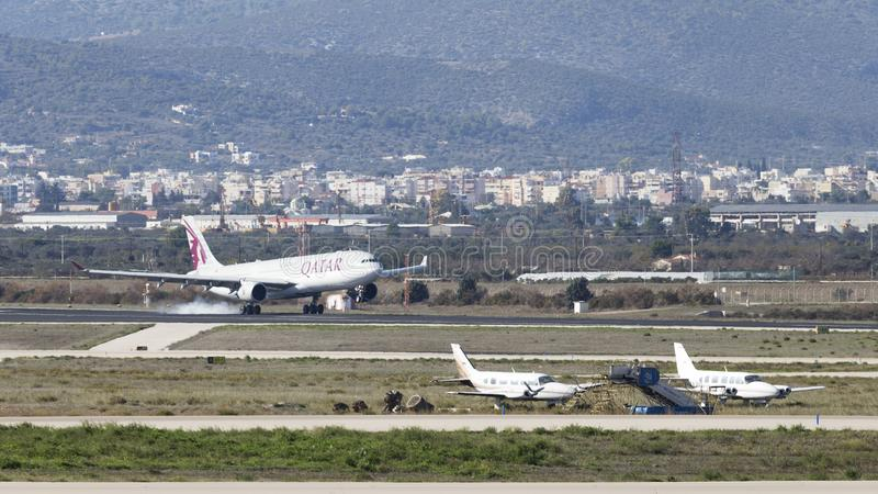 Luchtbus a-330-302 van het passagiersvliegtuig Qatar Airways royalty-vrije stock fotografie