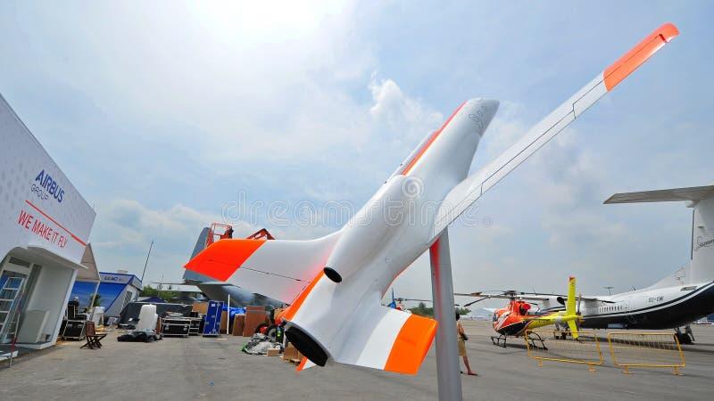 Luchtbuschalet en modelvliegtuigen met zijn slogan maken wij het in Singapore Airshow vliegen royalty-vrije stock afbeelding