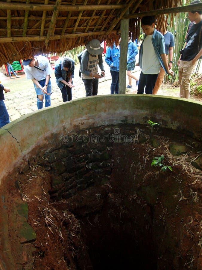 Luchtcirculatiebuis bij ondergronds dorp: de tunnels van VINH MOC stock foto