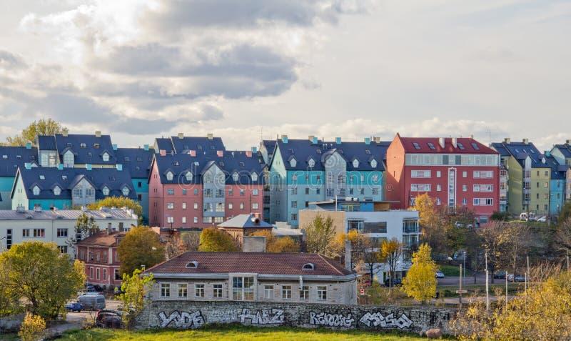 Luchtcityscape met de middeleeuwse Oude Stad, oranje daken De stadsmuur van Tallinn in de ochtend, Tallinn, Estland royalty-vrije stock foto's