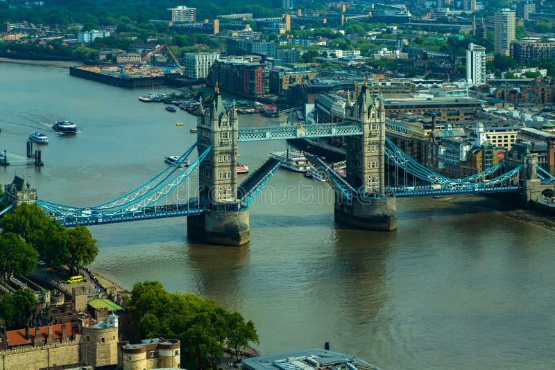 Luchtcityscape Weergeven van Londen en de Rivier Theems met Torenbrug royalty-vrije stock foto