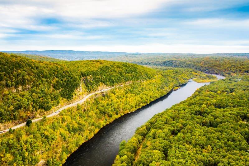 Luchtdiehommel van de Hogere rivier van Delaware wordt geschoten royalty-vrije stock fotografie
