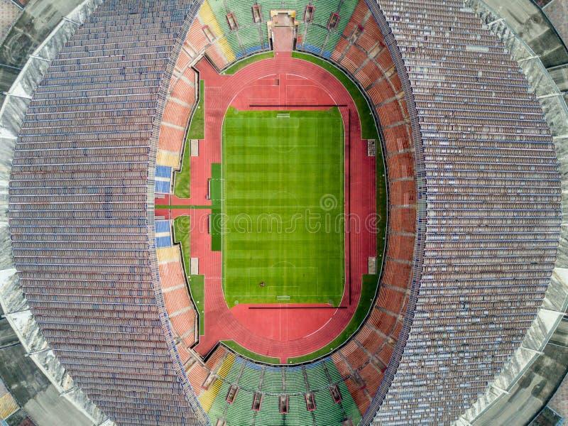 Luchtfoto - een mening van het vogel` s oog van een voetbal/voetbalstadion royalty-vrije stock afbeeldingen