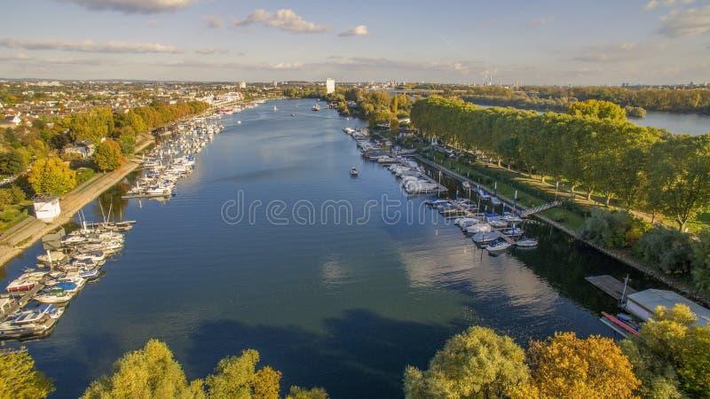 Luchtfoto met haven in Wiesbaden Duitsland stock foto's