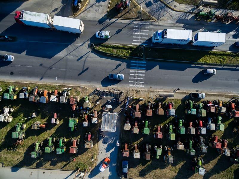 Luchtfoto'stractoren die de landbouwers bij Th hebben opgesteld stock afbeeldingen