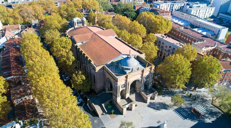 Luchtfoto van de kerk van Heilige Aubin in Toulouse stock foto's