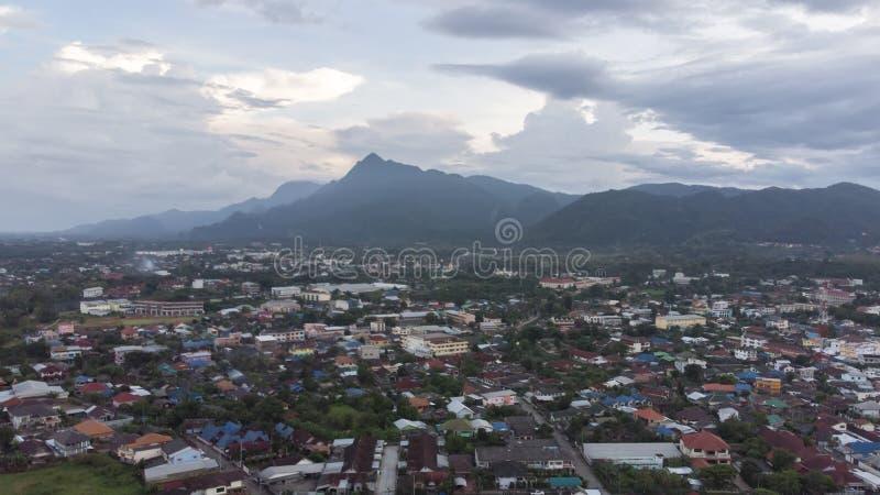 Luchtfoto van de Maesai-dristict in chiangrai, de meest noordelijke provincie van thailand Mae Sai is een belangrijke grensoverga stock foto's