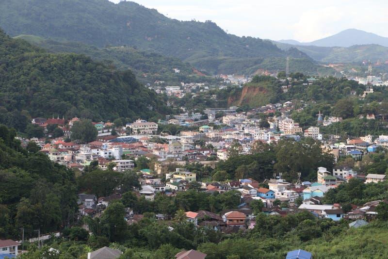 Luchtfoto van de Maesai-dristict in chiangrai, de meest noordelijke provincie van thailand Mae Sai is een belangrijke grensoverga stock fotografie