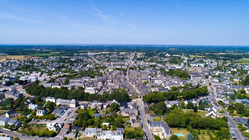 Luchtfoto van de middeleeuwse stad van Guerande in de Loire Atlantique stock foto
