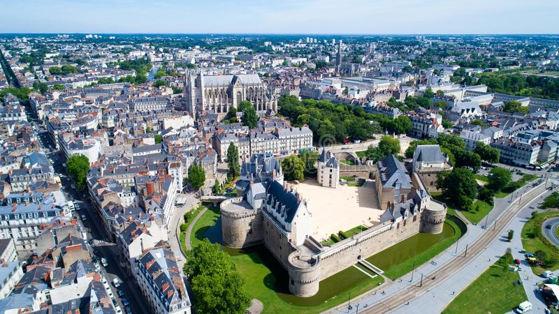Luchtfoto van de stadskasteel van Nantes stock foto's