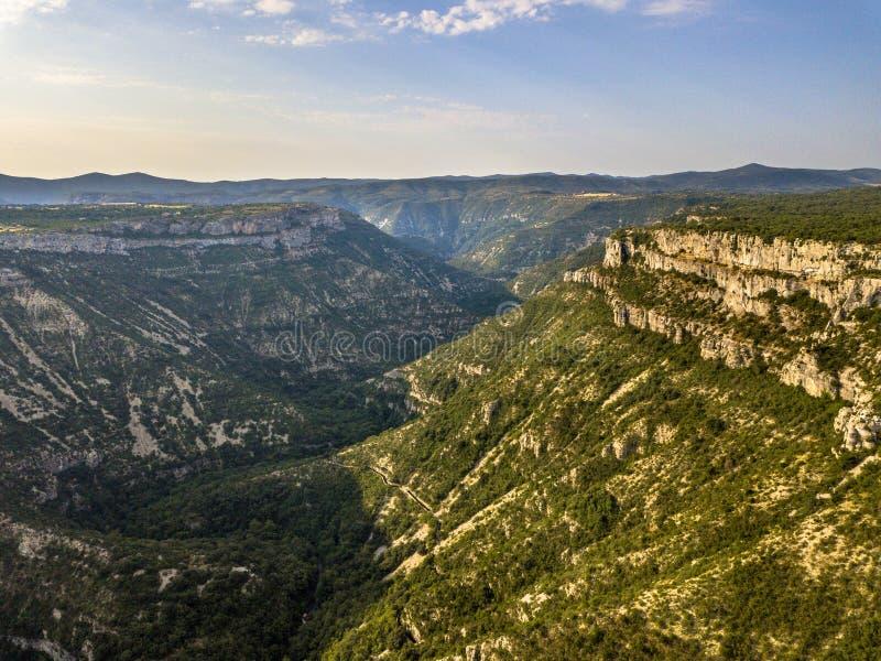 Luchtfoto van Gorges la Vis Valley royalty-vrije stock afbeeldingen