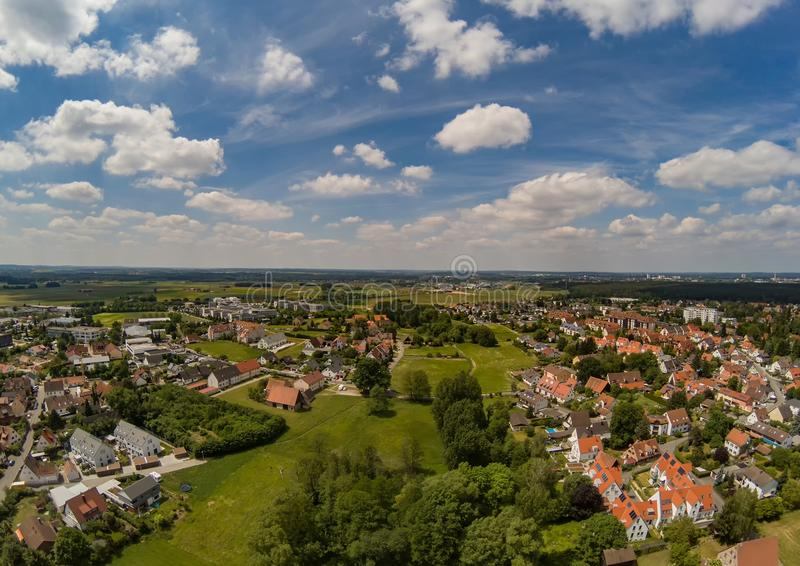 Luchtfoto van het dorp Tennenlohe dichtbij de stad van Erlangen royalty-vrije stock afbeelding