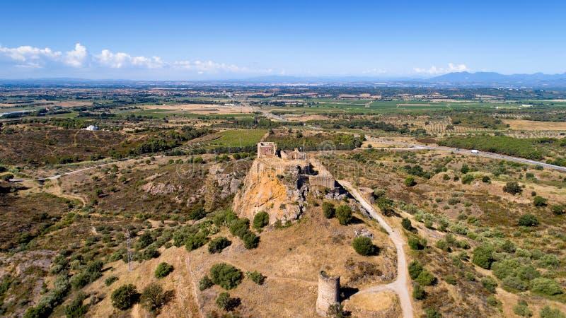 Luchtfoto van het Quermanco-kasteel in Vilajuiga royalty-vrije stock afbeelding