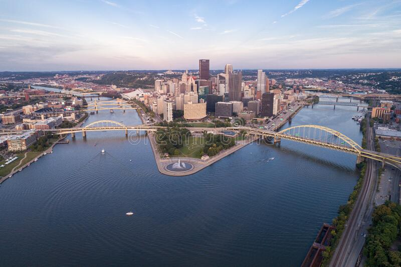 Luchtfoto van Pittsburgh, Pennsylvania Landkreis Point State Park Allegheny Monongahela Ohio rivieren op achtergrond stock fotografie