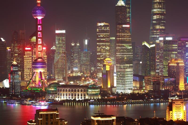 Luchtfotografie bij de dijkhorizon van Shanghai van nachtscène stock foto