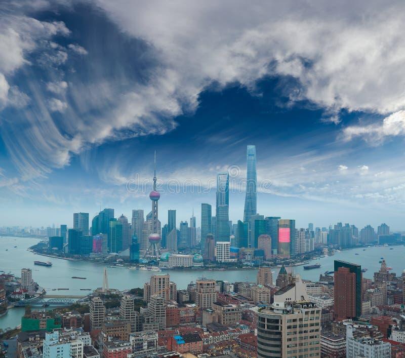Luchtfotografie bij de dijkhorizon van Shanghai van schemering stock fotografie