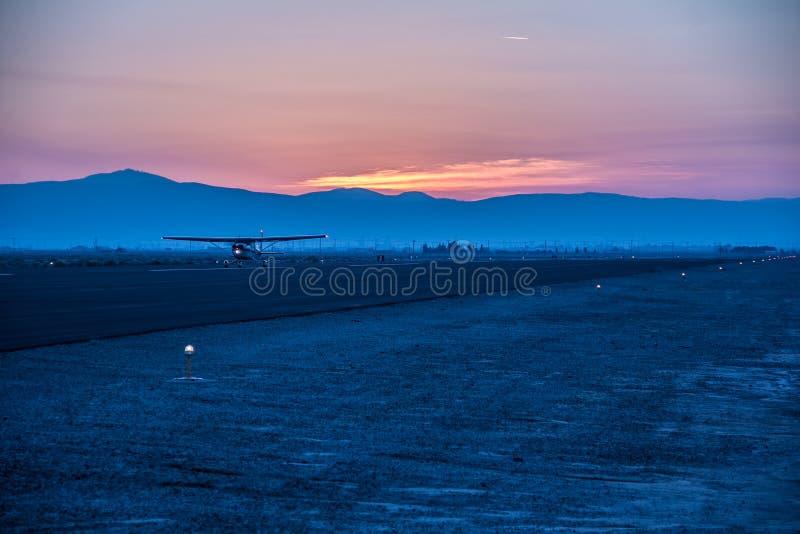 Luchthaven bij de woestijn van Californië royalty-vrije stock afbeeldingen
