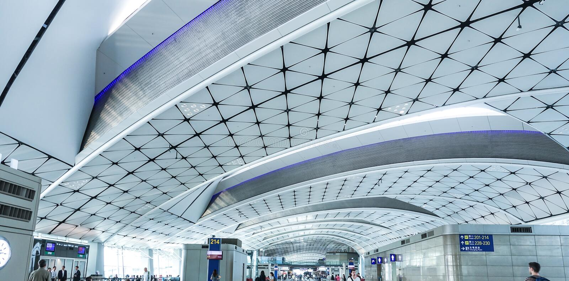 02 - Luchthaven Eind Wachtend Gebied, binnen van Vertrekzaal bij Suvarnabhumi-Luchthaven Bangkok royalty-vrije stock afbeeldingen