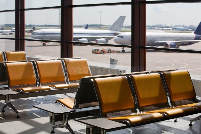 Luchthaven in expectant van passagiers royalty-vrije stock foto's