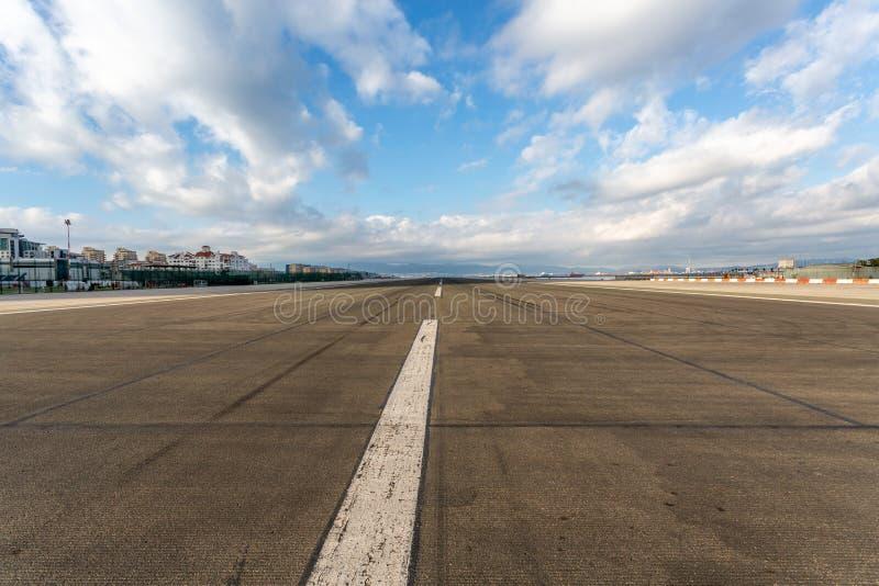 Luchthavenbaan klaar op te stijgen royalty-vrije stock foto's