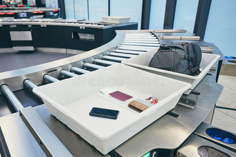 Luchthavenveiligheidscontrole stock foto