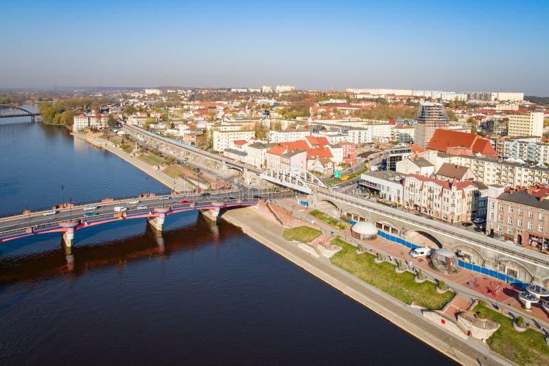 Luchthommelmening over Gorzow Wielkopolski en Warta-rivier royalty-vrije stock foto's