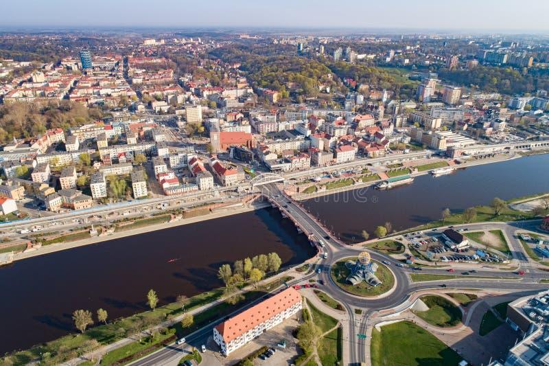 Luchthommelmening over Gorzow Wielkopolski en Warta-rivier royalty-vrije stock afbeeldingen