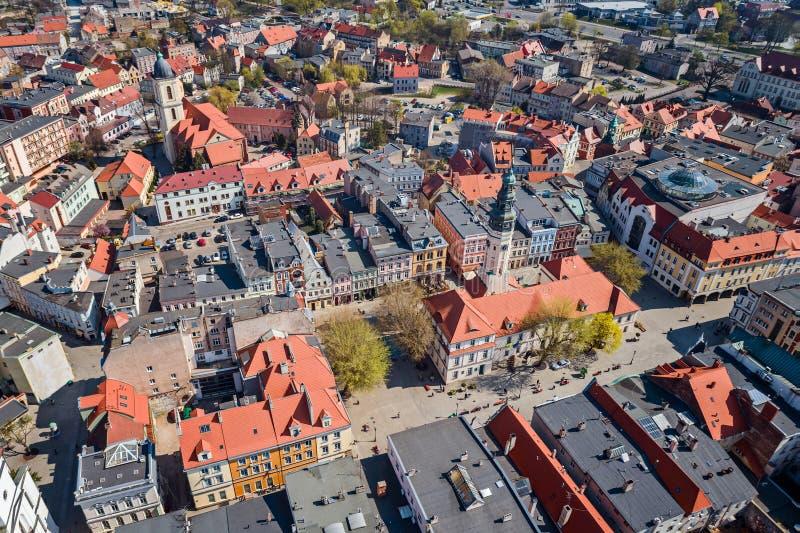 Luchthommelmening over stadhuis en stad hoofd vierkante Zielona Gora royalty-vrije stock afbeeldingen