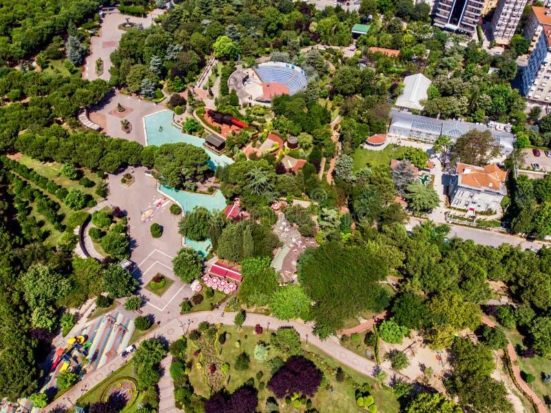 Luchthommelmening van het Park van de de Vrijheidstuin van Kadikoy Goztepe in Istanboel/Ozgurluk Parki stock foto's