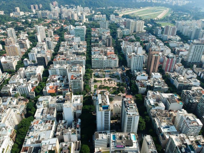 Luchthommelmening van Leblon en Jardim Botanico, Rio de Janeiro stock foto's